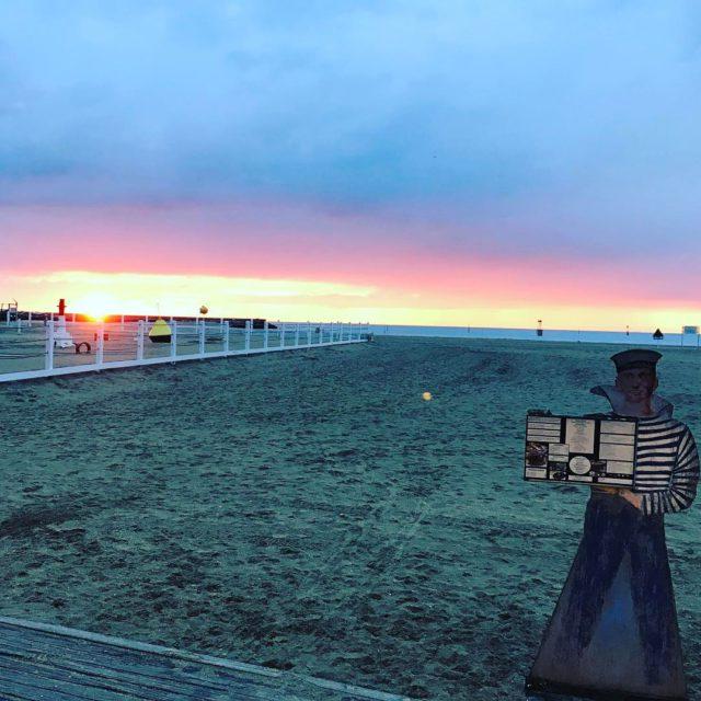 trouville restaurant plage sunset coucherdesoleil nuages